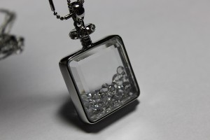 Frank Usher Perfume Bottle Necklace pendant1