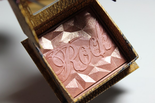 Benefit Rockateur Cheek Powder Colour1
